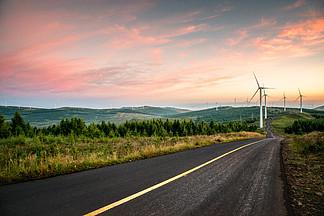 草原天路的黎明與公路