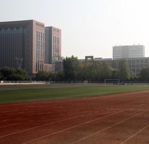 校园操场建筑风景图