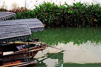 夏日南方小河與船