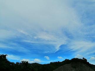 藍天白云攝影圖晴天山坡樹林