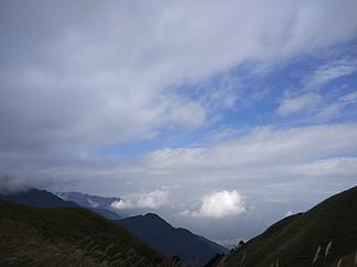 大美武功山高山草甸藍天白云風情