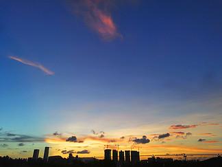 藍天傍晚黃昏夕陽攝影圖