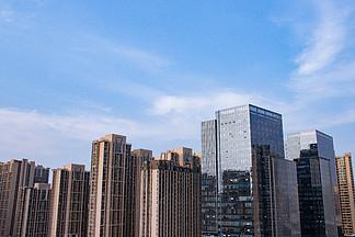 藍天下的高樓大廈