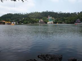 游乐园湖景摄影图