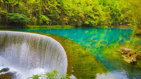 贵州荔波小七孔流水瀑布青山绿水自然森林