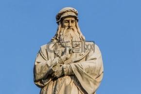 米兰达 · 芬奇的雕像