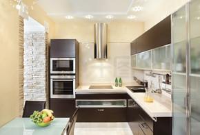 温暖的色调的现代厨房室内