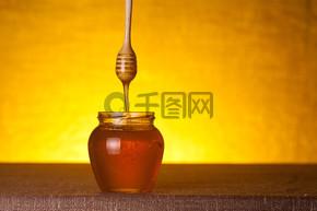 瓢和流动蜂蜜蜂蜜罐