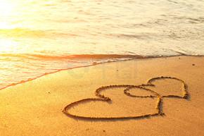 上海滩的沙子绘制的心