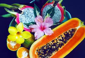 板与木瓜橘和火龙果
