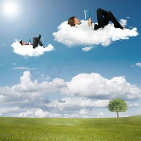 男孩和女孩读本书在云上