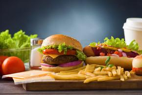 对快速食品汉堡包、 热狗与汉堡、 薯条、 菜单