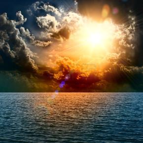 黄色太阳落大海