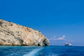 船舶、 海、 岩石海岸洞穴