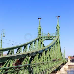 在匈牙利首都布达佩斯自由桥