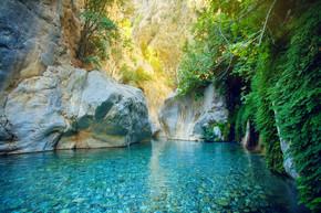 美丽的绿松石湖