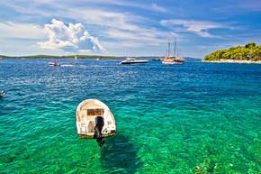 paklinski 岛著名的游艇和帆船目的地