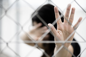 停止滥用暴力的妇女手势
