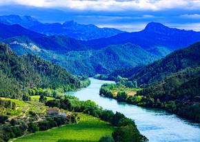 埃布罗河。伊比利亚半岛上最重要的河流。Miravet,西班牙