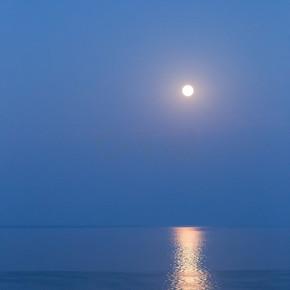 船舶在黑海在月明之夜