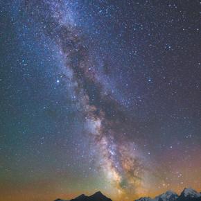 银河系在山