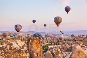 热气球飞越卡帕多西亚土耳其