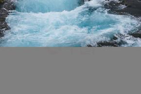 冰岛 Bruara 河美丽 Bruarfoss 瀑布的高角度观