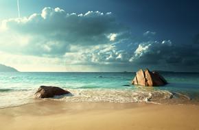 昂斯拉齐奥海滩,普拉兰岛塞舌尔