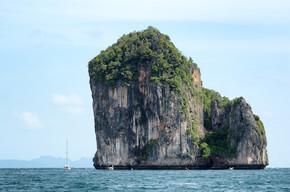 陡峭的悬崖和自然之美