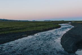 冰岛近草甸河道山水景观观