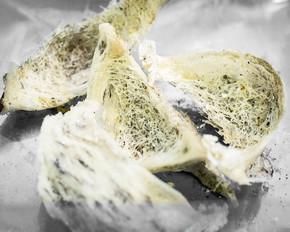 原金丝燕燕窝清洗, 中国传统美味佳肴.