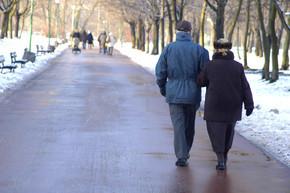 老年人走路