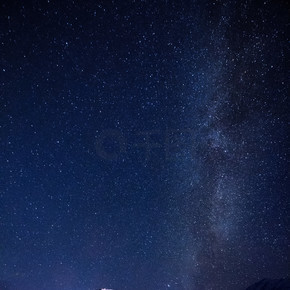 美丽星空的夜景