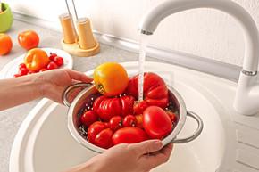 手洗西红柿