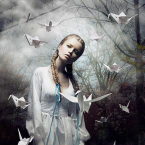 神秘。折纸。白皮书鸽的女人。童话故事。幻想