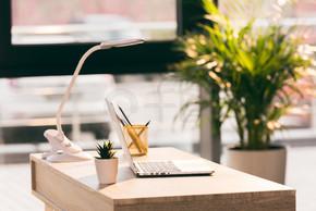 与笔记本电脑的空白工作区