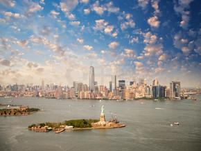 纽约天际线与自由女神像