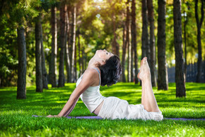 在公园里的瑜伽