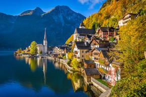 在秋天,萨尔茨,奥地利哈尔施塔特的山村里