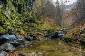 从失踪吕斯坦在罗马尼亚三峡景观