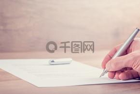 签署合同的特写