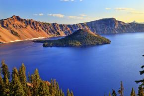 火山口湖反射蓝色湖早上俄勒冈州