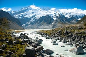 美丽的景色在步行至冰川在装载库克国家公园,南港岛,新西兰期间