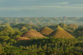 巧克力山的视图。薄荷岛菲律宾