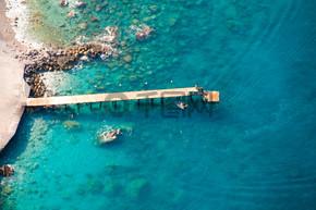 查看从降落伞降落在安卡拉,土耳其的船上.