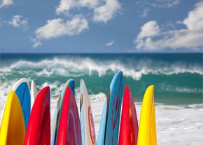 在鲁玛海海滩考艾岛冲浪板