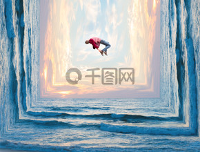 悬浮四面环海的人